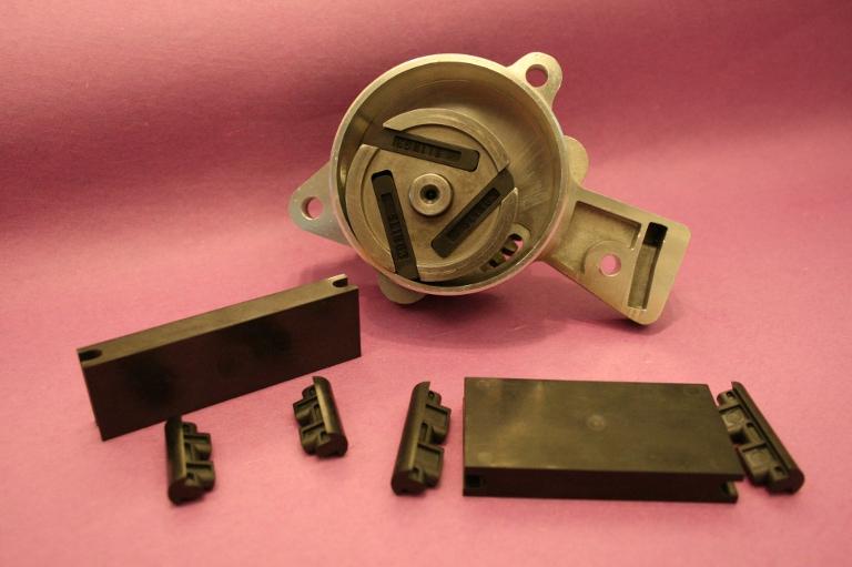 VICTREXR PEEK?樹脂を用いた中国Wuxi Shuangling社製真空ポンプのベーン部品