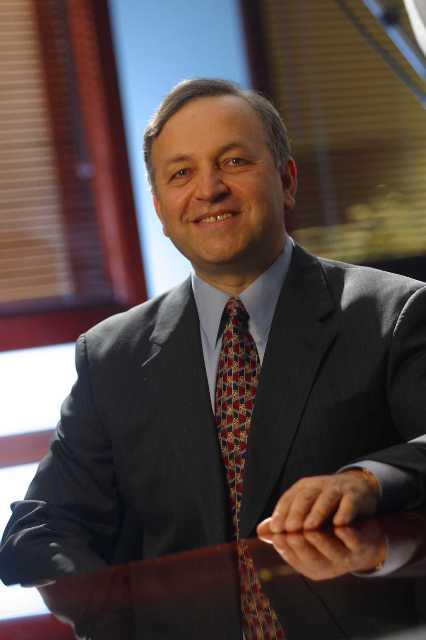 新しく社長兼CEOに就任したバミ・バスタニ(Dr.)