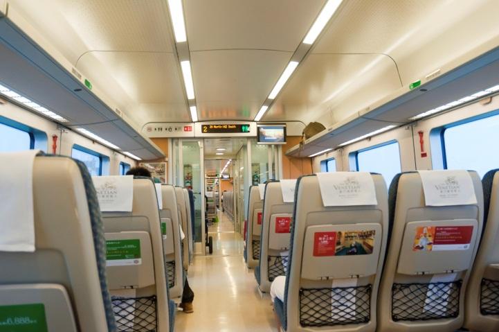 SABIC、欧州・新防火基準の最高ハザードレベルに準拠する鉄道座席部品に向けた初の熱可塑性樹脂ソリューションを発表