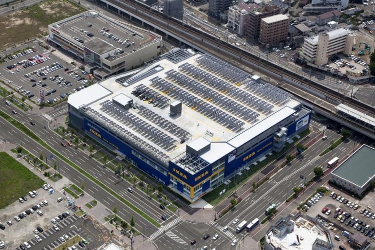 RECのソーラーパネルが採用されたIKEA仙台の太陽光発電システム